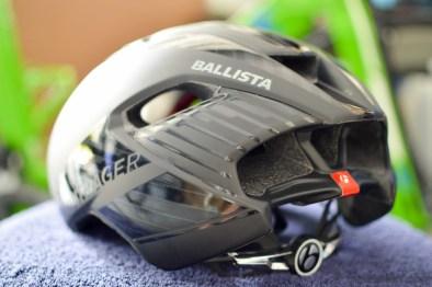 スペシャライズド2018新型『EVADE』。エアロ効果を押し進めたヘルメット。頭頂部 イヴェード 後ろ ボントレガー バリスタ