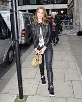 lana-del-rey-leather-pants-2012-street-style-4