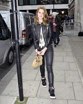 lana-del-rey-leather-pants-2012-street-style-4