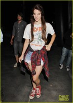 Lana Del Rey shows her inner rock style at the Red Hot Chili Peppers concert [USA ONLY]