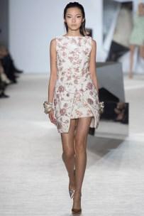 giambattista-valli-spring-2014-couture-runway-18_164833615256