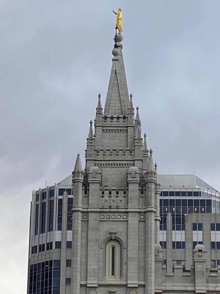 Breaking: trumpet from angel Moroni on top #slc temple knocked out. #earthquake? @KSL5TV