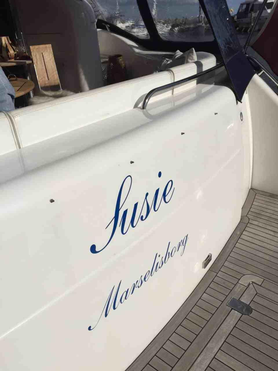 """Så blev vores nye """"Susie"""" døbt og navnet monteret og mere om dagen i dag"""