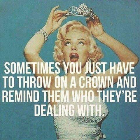 Kronen på og afsted!