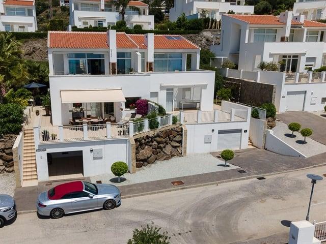 vores fine hus til venstre