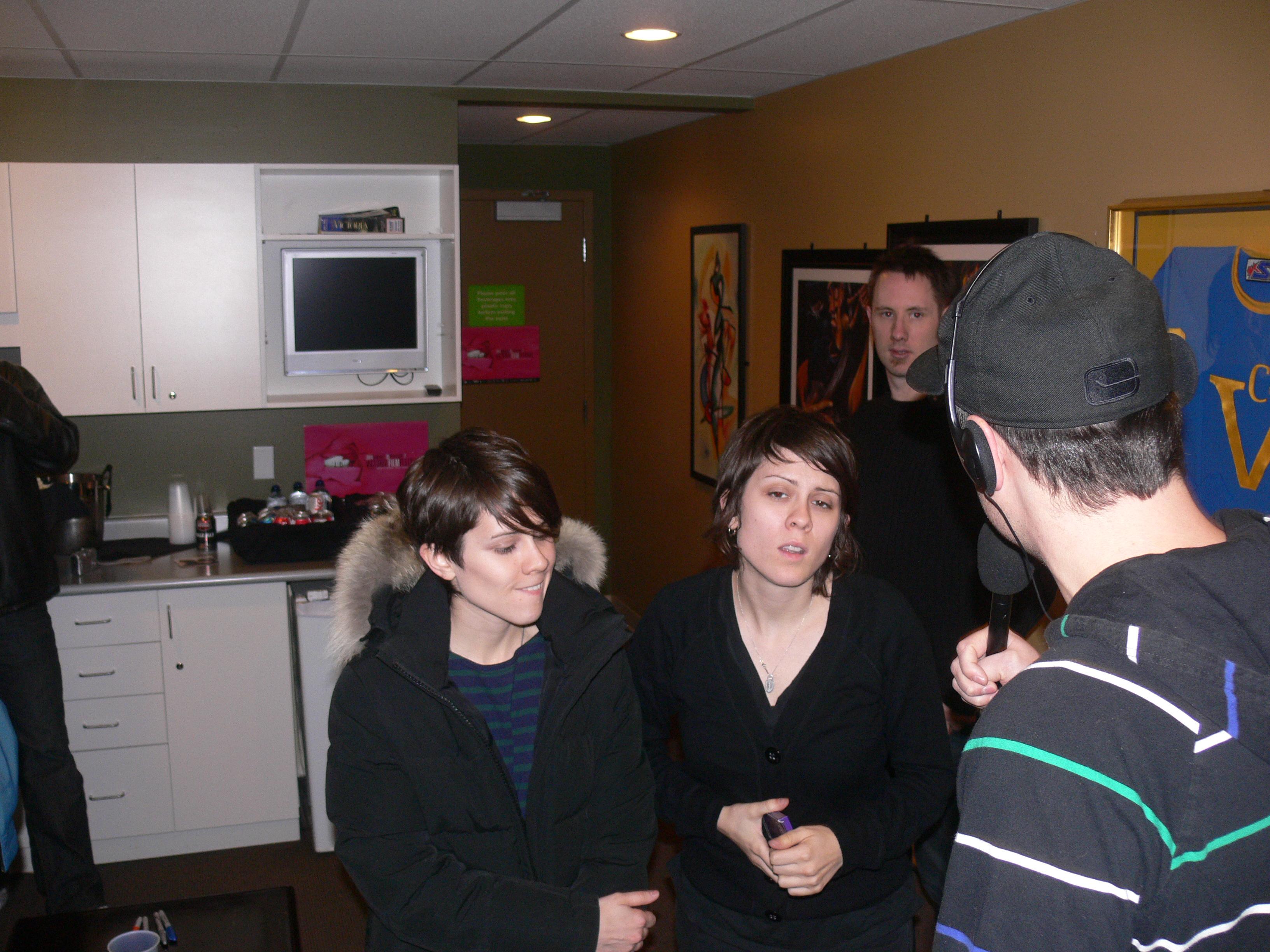 Sara and Tegan Quin :: 20091221