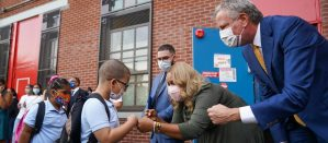 Chancellor Porter and Mayor de Blasio welcoming students to the first day of school with a dap.