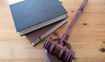 5 Reasons to become a lawyer