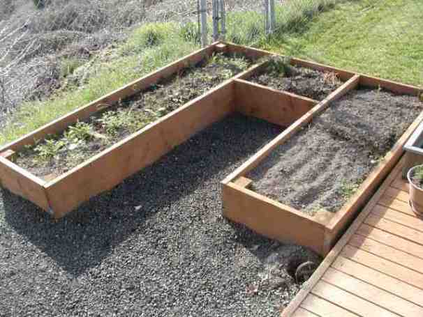 if you are someone that likes to add a little flare to your design then you might like this raised garden bed option