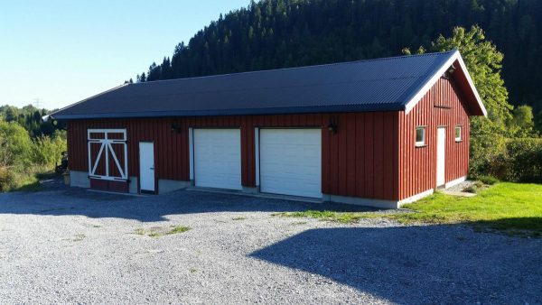 18 free diy garage plans with detailed drawings and instructions this is an amazing garage it has room for at least 2 vehicles and then ample amount of room for storage too and it also looks like a barn solutioingenieria Choice Image