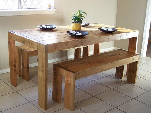 this table is another design that looks easier to build but it also has plenty of room for lots of guests too