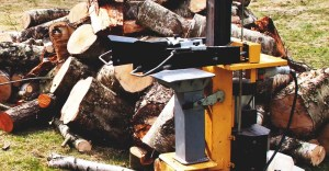 7 Best Log Splitter (Electric, Gas Powered, and Manual) Reviews