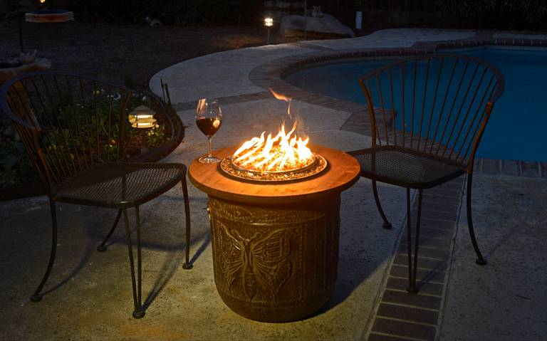 57 inspiring diy outdoor fire pit ideas to make s 39 mores for Flower fire pit