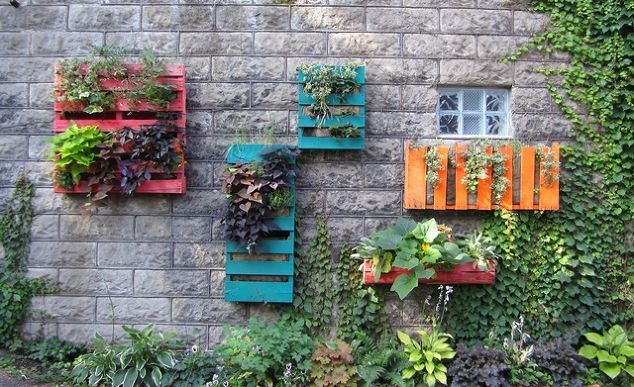 Do You Like Things That Are Bright, Colorful, And A Little Different? Well,  If So, Then You Will Probably Like These Hanging Pallet Gardens.