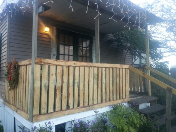 recycled pallets railing - Deck Railing Design Ideas