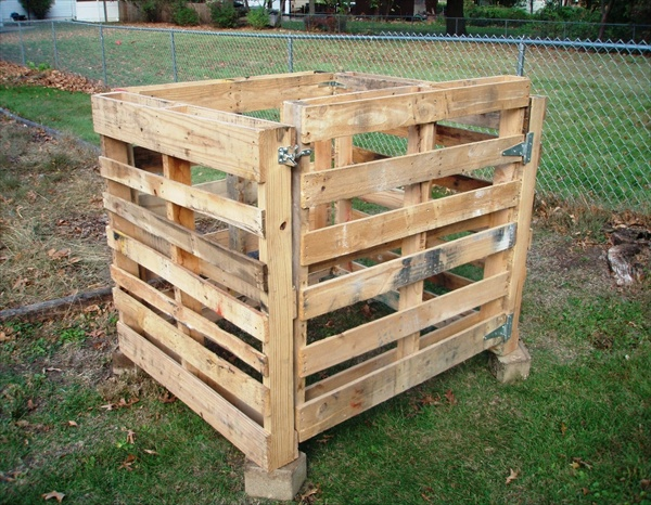 how to build a budget friendly diy compost bin in 3 different ways. Black Bedroom Furniture Sets. Home Design Ideas