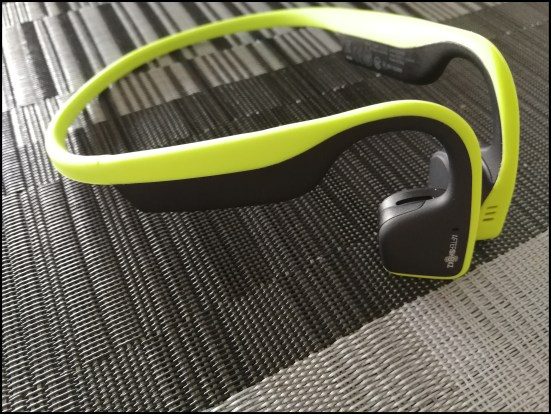 AfterShokz test trekz titanium morning runner