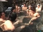 混浴温泉で乱こうパーティする無臭生動画像無料