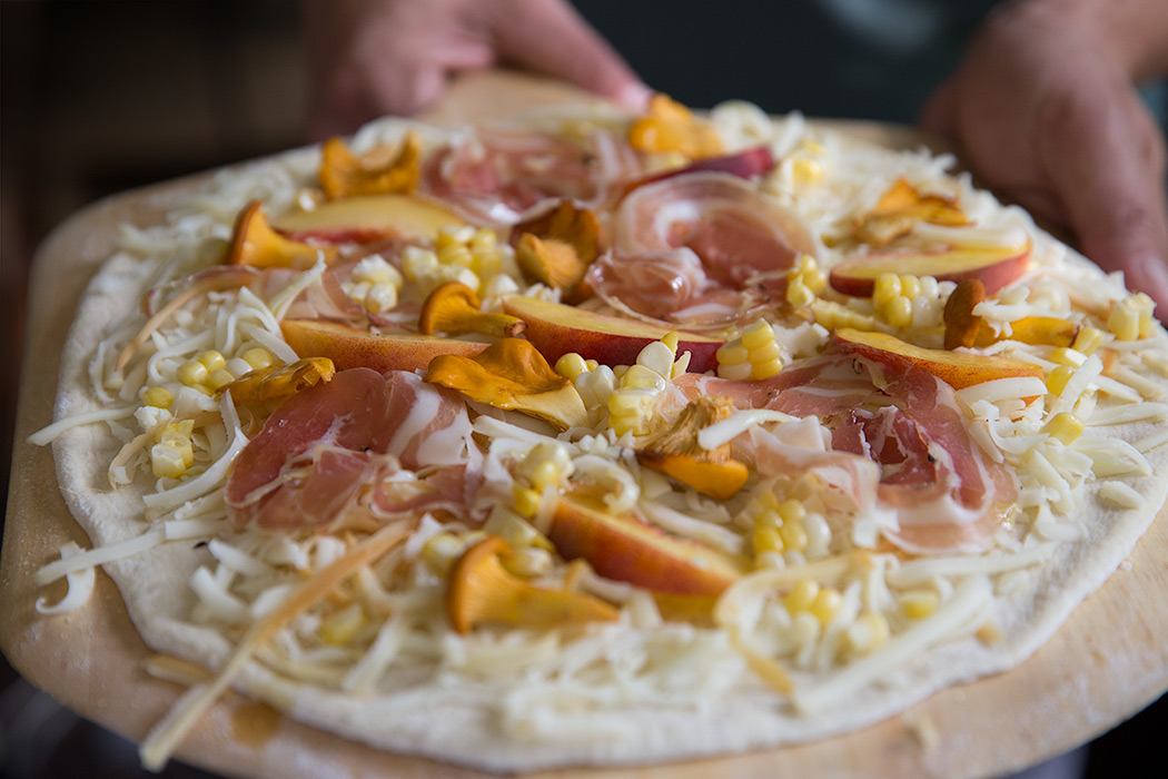 Peach and Pancetta Pizza - mortar-and-pestle.ca