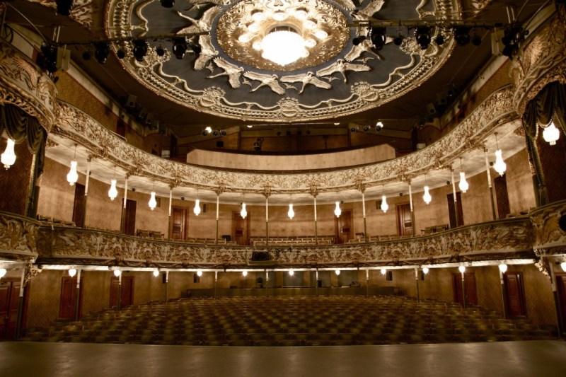 Store Scene på Aarhus Teater var omgivelserne for dagens offentliggørelse, men også et af de steder i Aarhus, hvor donationen vil komme til gode. Foto: Pressefoto