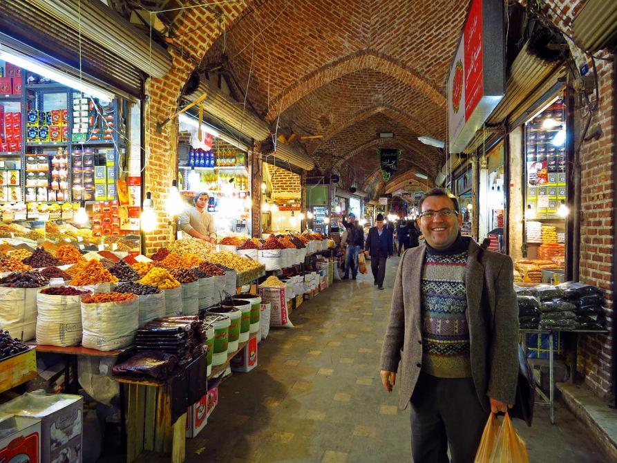 Mann auf dem Markt in Ardabil