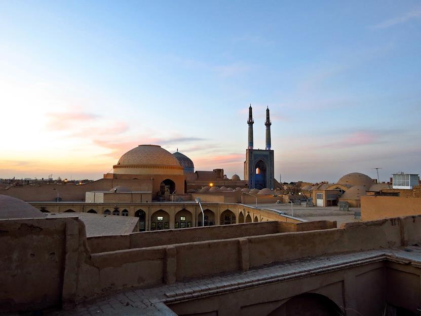 Abends über den Dächern von Yazd