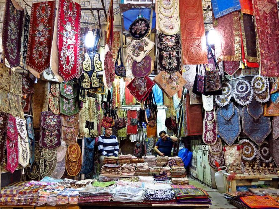 Geschäft für gestickte Tischläufer und Tischdecken im Vakil Basar