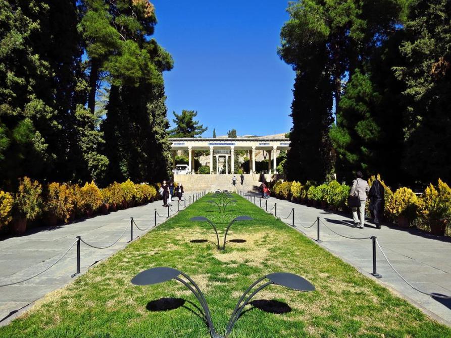 Garten rund um die Grabstätte des Hafez`