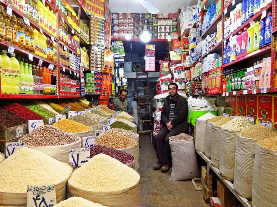 Händler auf dem Markt in Qazvin