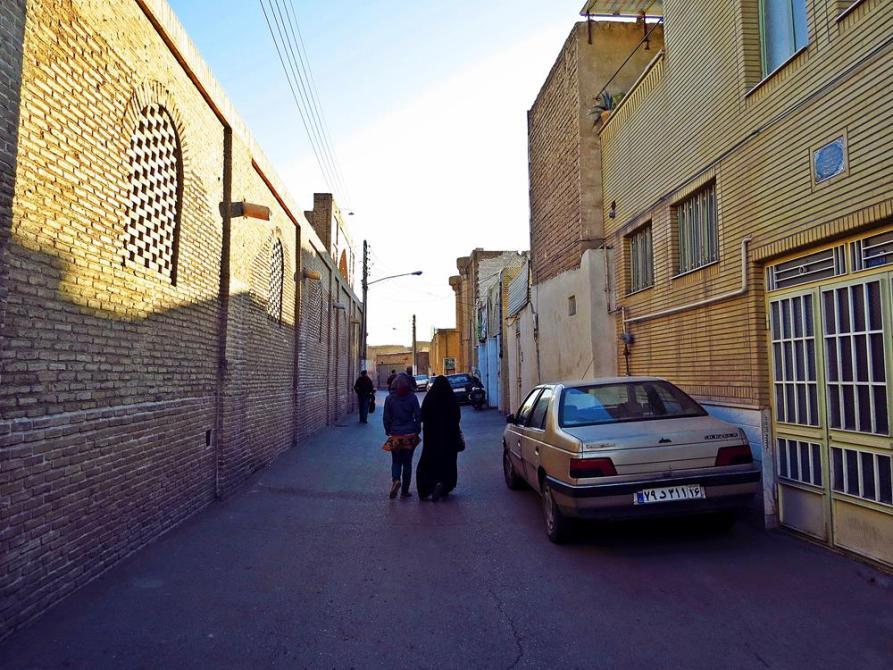 Ghoms Straßen kennen keine Bürgersteige