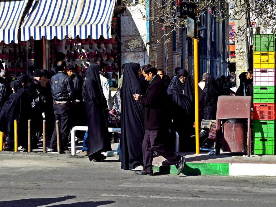 Straßenszene in Ghoms Altstadt