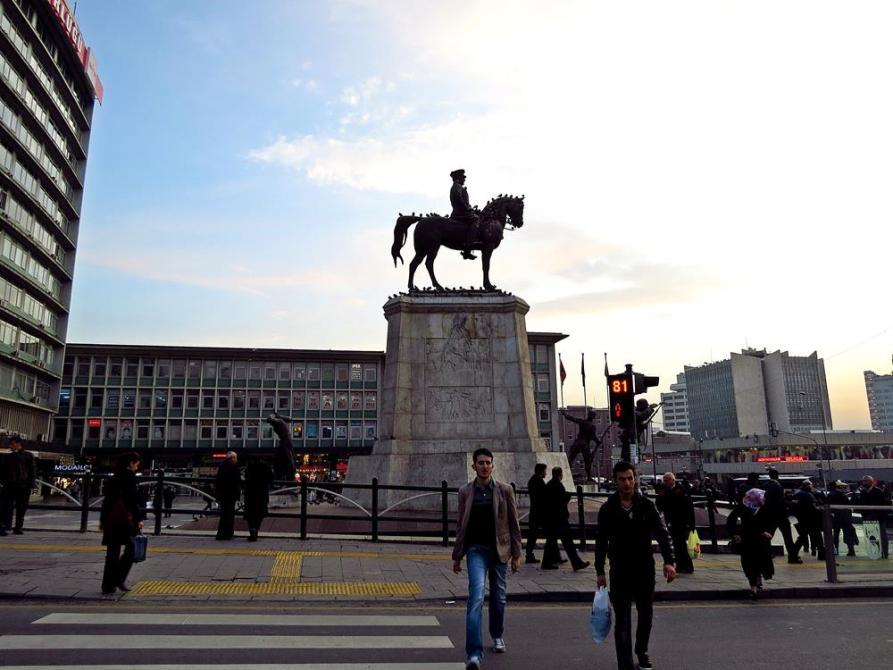 Reiterdenkmal Atatürks im Zentrum Ankaras