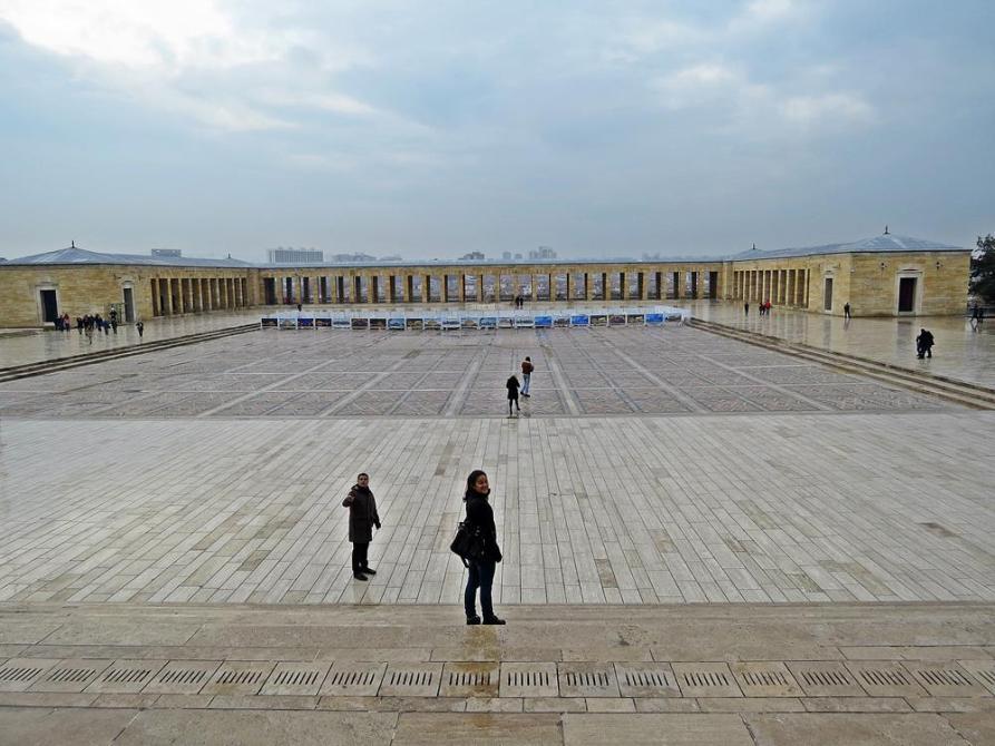 weiter Innenhof des Anıt Kabir, Mausoleum Atatürk