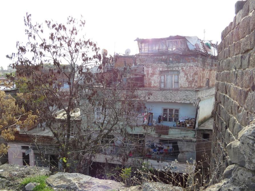 Armenbehausungen an der Stadtmauer, Diyarbakır