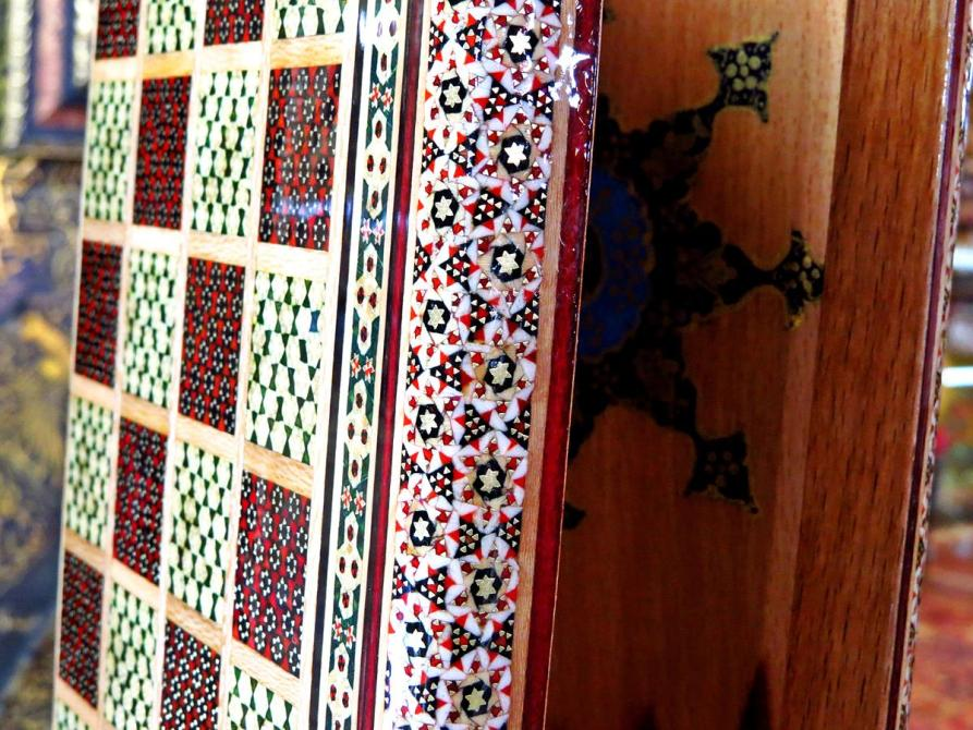 mit Kamelknochen bestetztes Spielbrett, Isfahan, Iran