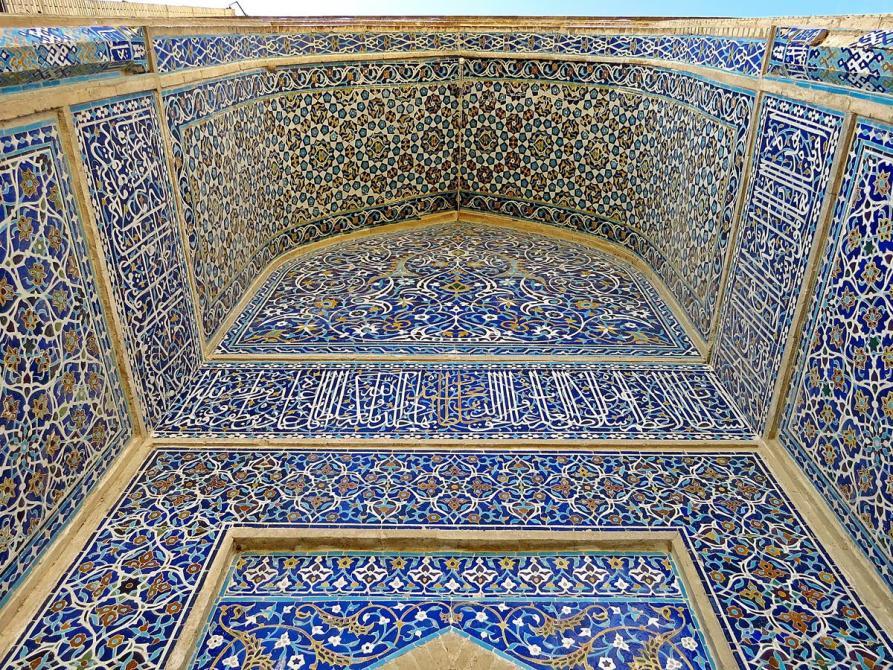 kunstvoll dekorierte Wände der Freitagsmoschee, Isfahan, Iran