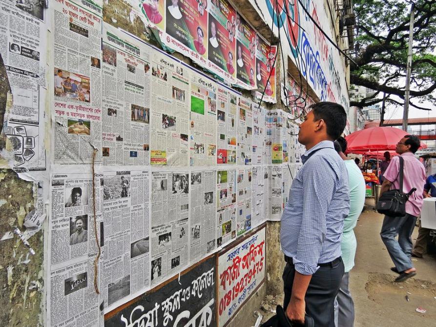 öffentlich ausgestellte Zeitung des Tages, Bangladesch