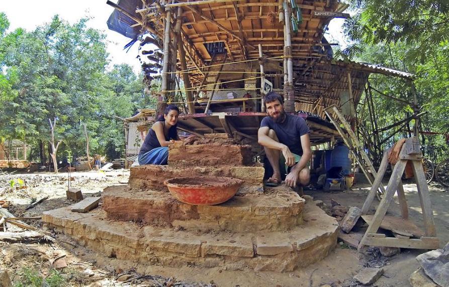 selbstgebaute Treppenstufen im Garten, Auroville, Sacred Groves
