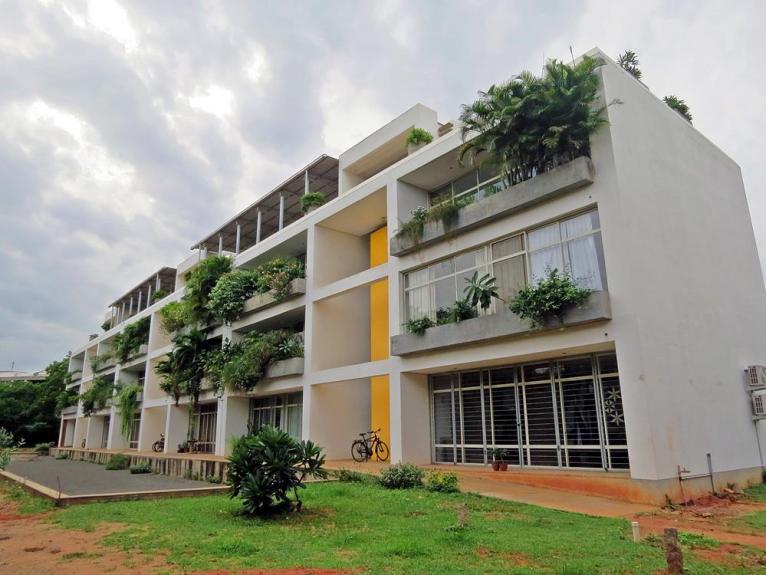 Auroville, Widersprüche