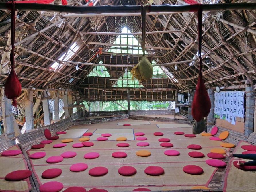Versammlungshalle in der Siedlung Sadhana Forest in Auroville