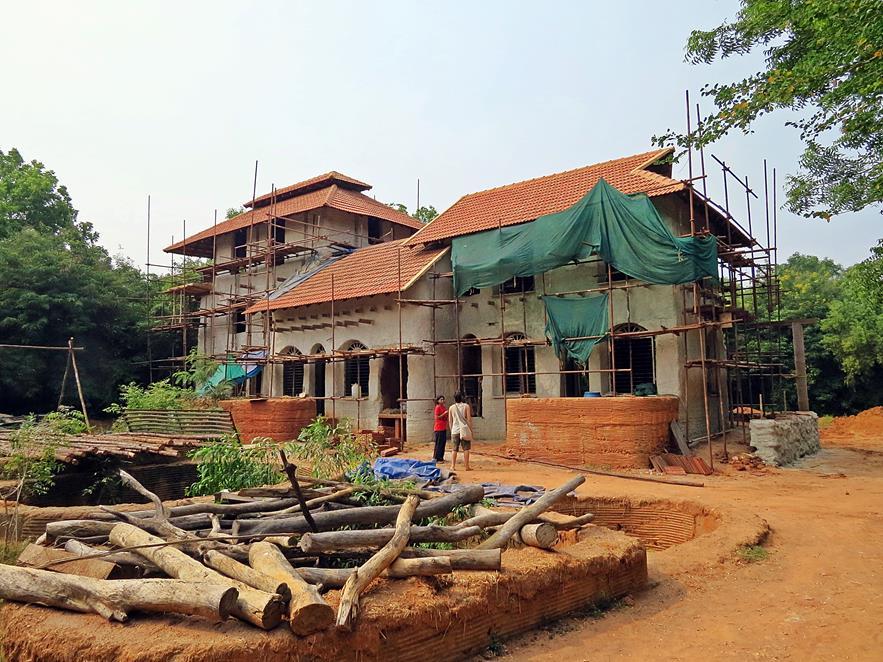 Prototyp eines Lehmhauses,Auroville, Sacred Groves