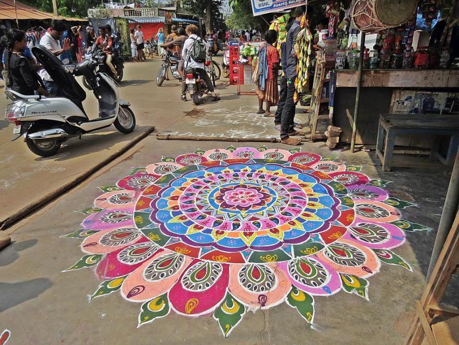 Kolam, buntes Straßenmandala, Pongal, Auroville