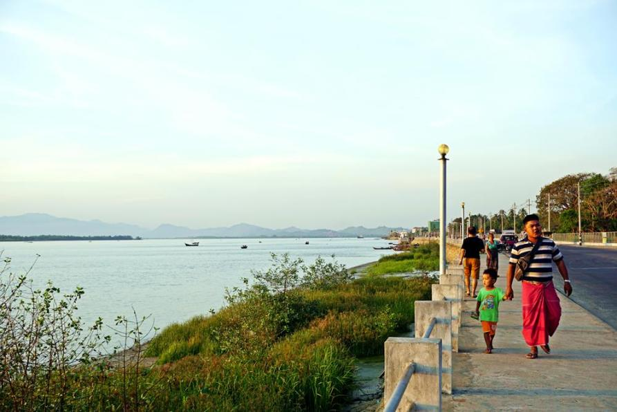Spaziergang am Ufer des Thanlwin