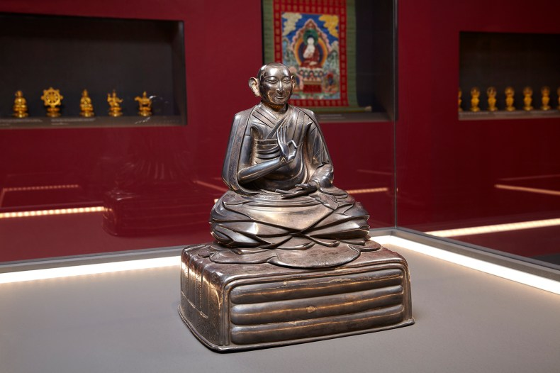 Silver statuette of the Third Dalai Lama Qing Dynasty, Qianlong Reign (1735 – 1796) © Acropolis Museum. Photo Giorgos Vitsaropoulos