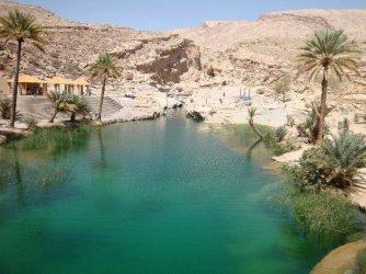 Omanilainen wadi eli osittain kuivunut joenuoma