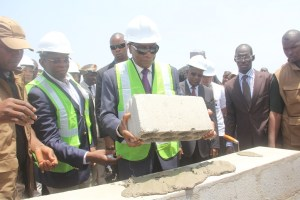 Boké Le Président Alpha Condé pose la première d_un  port fluvial et d_un centre de santé