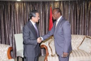 Le ministre chinois des Affaires étrangères à  Sékhoutouréya