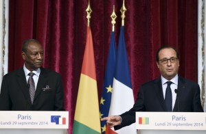 French President Francois Hollande (R) and his Guinean counterpart Alpha Conde give a press conference after a meeting at the Elysee Palace in Paris on September 29, 2014. AFP PHOTO/ERIC FEFERBERG