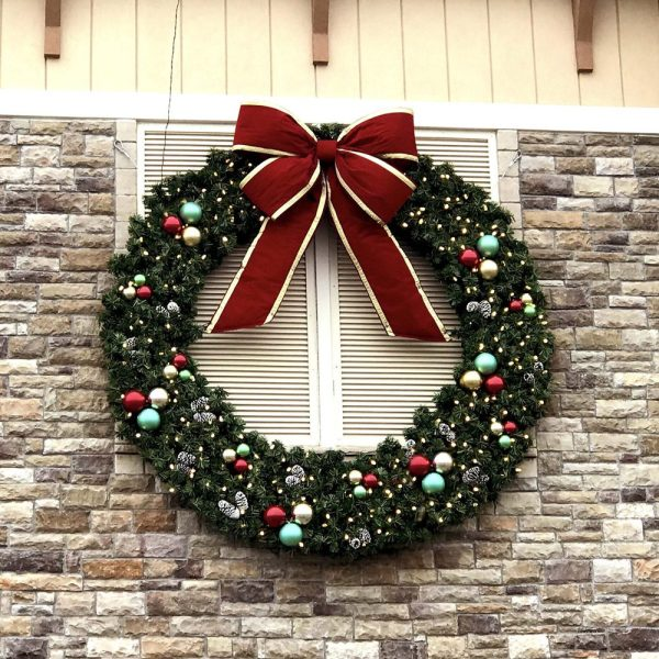 BF300 Commercial Holiday Wreath
