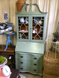upcylced farmhouse kitchen hutch
